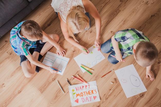 母の日のための家族の描画