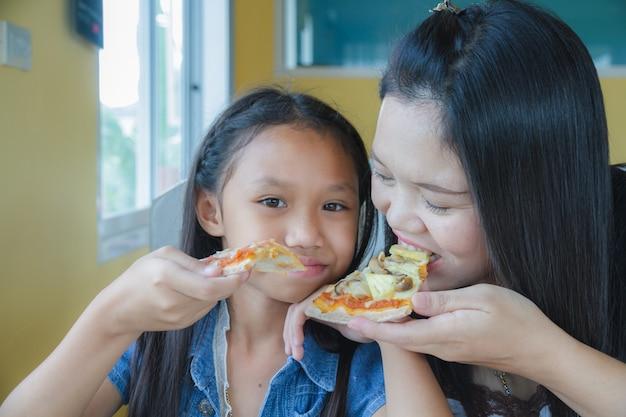 Family eat pizza