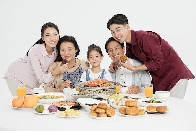 Семейный сбор на фестиваль середины осени