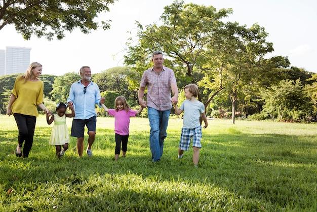 家族世代育児育児リラクゼーションコンセプト