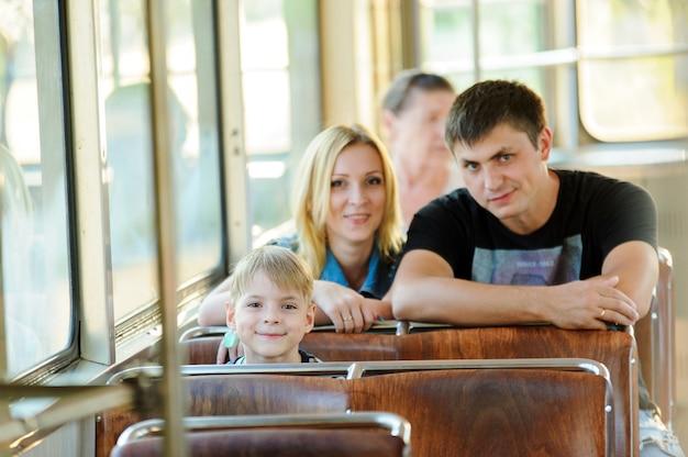 Семья в общественном транспорте