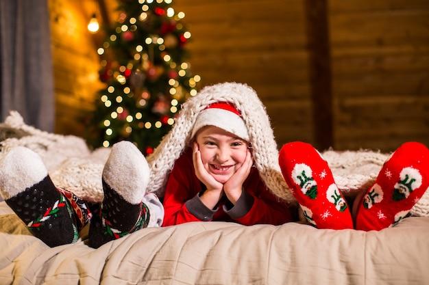 Семья в рождественских носках