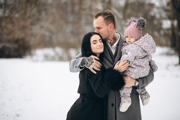 Семья в парке зимой с дочерью