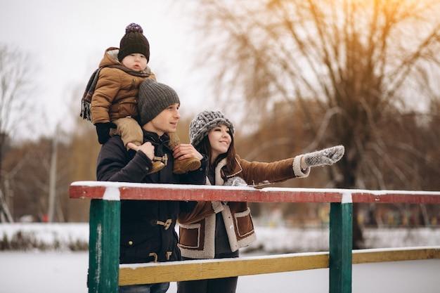 외부 겨울에 가족