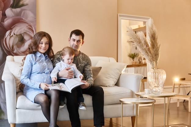 가족은 두 번째 아이, 남자와 여자를 기대하고 있습니다