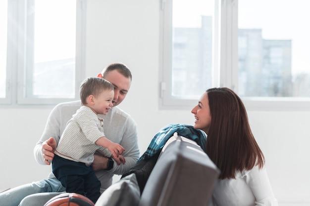 Vita familiare con genitori e figli