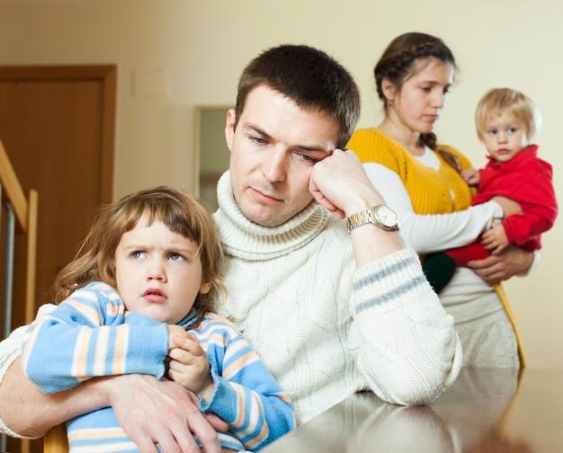Семья из четырех человек после ссоры в доме