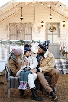 겨울에 함께 현관에 가족
