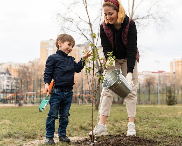 Семья обшивка вместе дерево