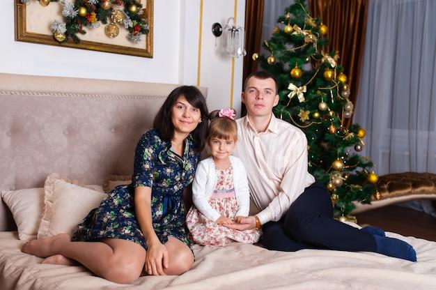 新しい年の家族の肖像画。