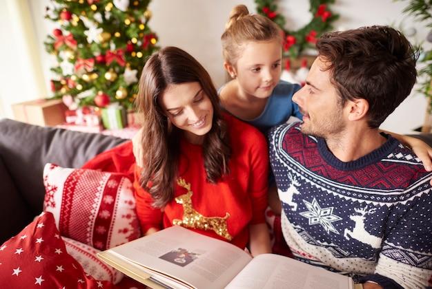 크리스마스에 가족 독서 책