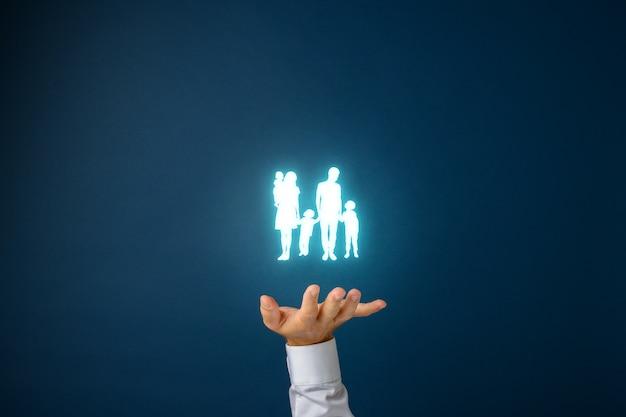 家族の安全と保険のコンセプト