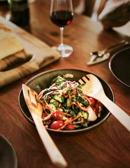 Свежий домашний салат по-домашнему