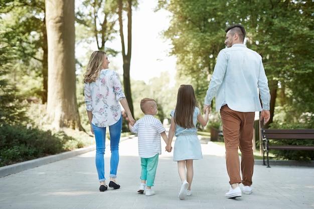 家族の散歩は最高です