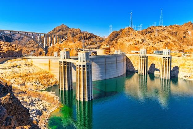 미국 네바다주 미드호와 애리조나주 국경에 있는 유명하고 놀라운 후버 댐.