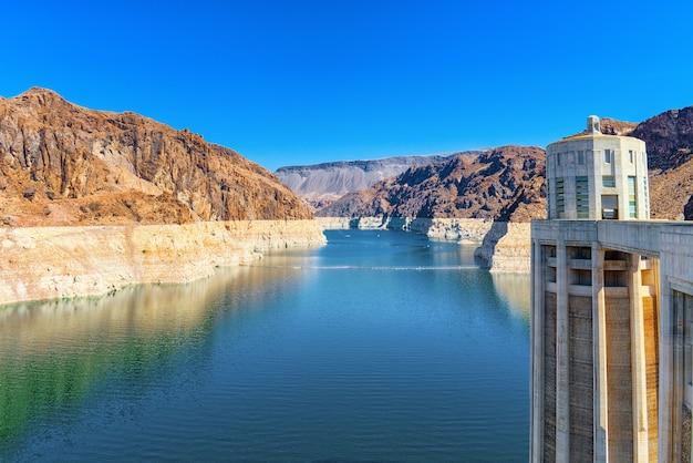 米国ネバダ州とアリゾナ州の国境にあるミード湖にある有名で素晴らしいフーバーダム。