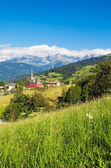 フランス、サボイ、アルプスのコンブルの有名で美しい村