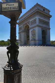 フランス、パリの有名な凱旋門