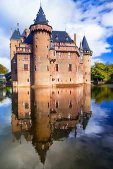 ヨーロッパの有名な美しい中世の城