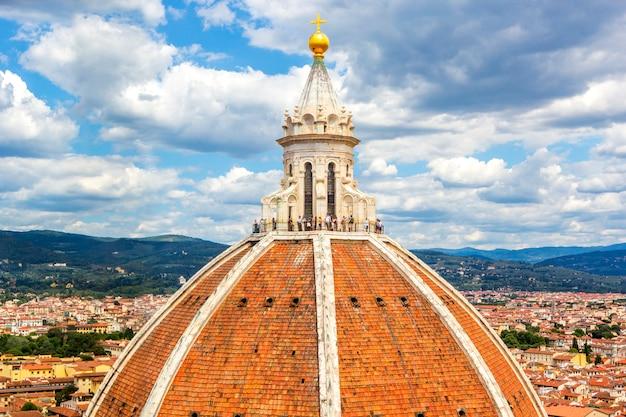 イタリア、トスカーナ、フィレンツェのサンタ・マリア・デル・フィオーレ大聖堂のブルネレスキの有名な大きなキューポラ