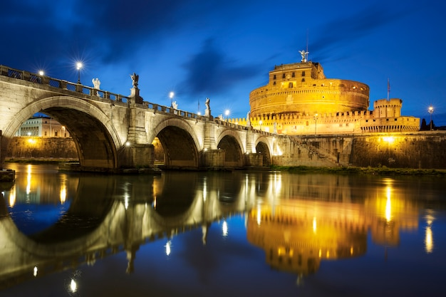 Знаменитый мост в риме ночью