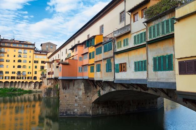 유명한 다리 베키오 다리(ponte vecchio) 가까이, 피렌체, 이탈리아