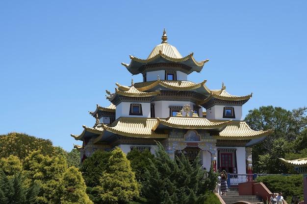 リオグランデドスルのトレスコロアスにあるブラジルの有名なチャグドゥドゴンパ仏教寺院