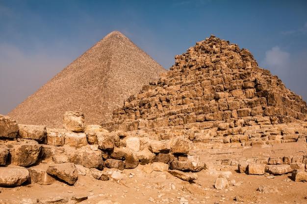ギザの有名なエジプトのピラミッド