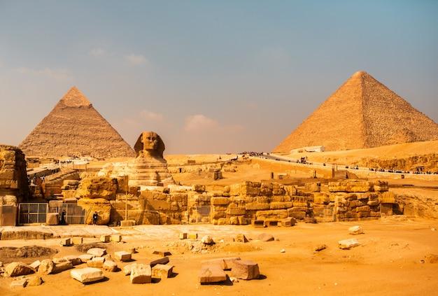 기자의 유명한 이집트 피라미드