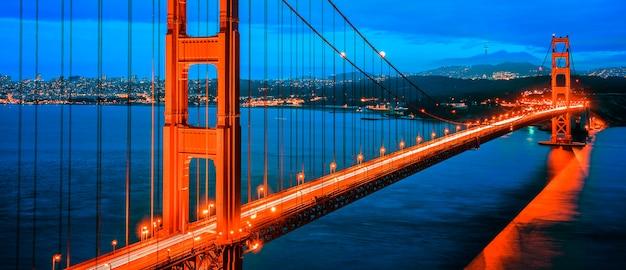 有名なゴールデンゲートブリッジ、夜のサンフランシスコ、アメリカ