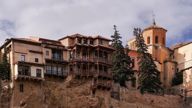 スペイン、クエンカの有名な吊り家。