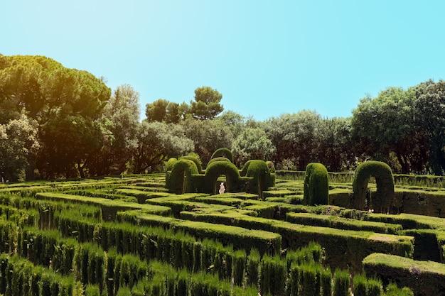 スペイン、バルセロナのラベリンドルタ公園の迷宮の公園で有名な迷宮
