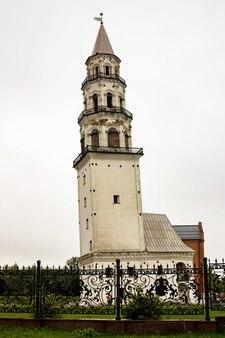 Знаменитая наклонная невьянская башня