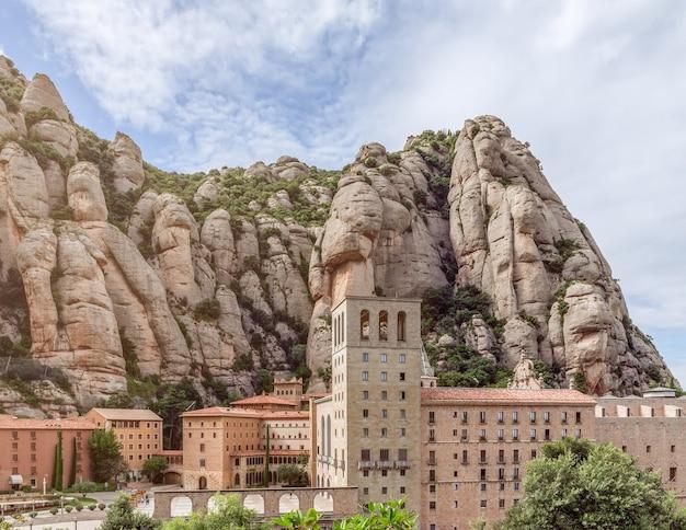 有名な修道院サンタ マリア デ モントセラト修道院。カタルーニャ、スペイン。