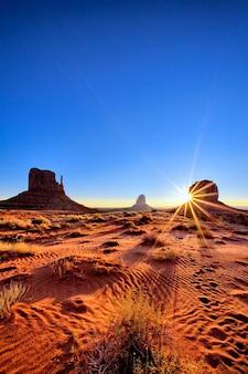 アリゾナ州サンライズの有名なモニュメントバレー部族公園
