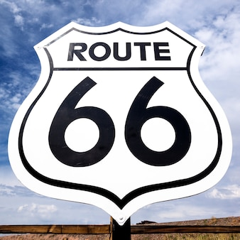 Знак знаменитого ностальгического маршрута 66