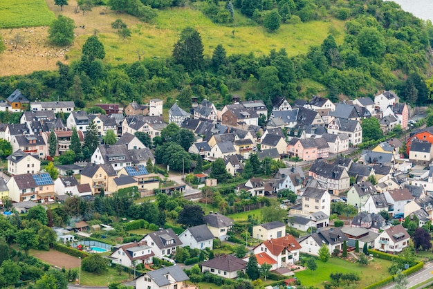 ドイツ、ライン渓谷中部のライン川にあるボッパルトの有名な人気のあるワイン村。ライン谷はユネスコの世界遺産