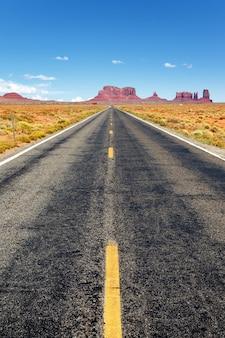 アリゾナ州モニュメントバレーへの有名な道