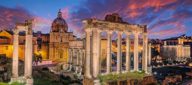 イタリア、ローマのキャピトリウムの丘にあるフォロロマーノの有名な遺跡