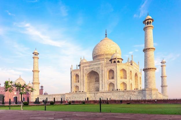 Знаменитый тадж-махал в агра, уттар-прадеш, индия, нет людей.