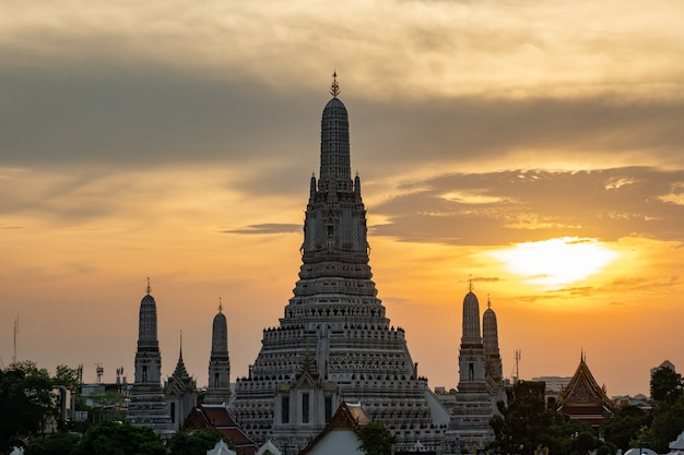 Famous temple in thailand (wat arun)