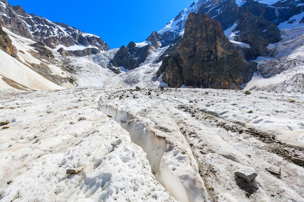 有名なウシュバ山頂、コーカサス山脈。スヴァネティ
