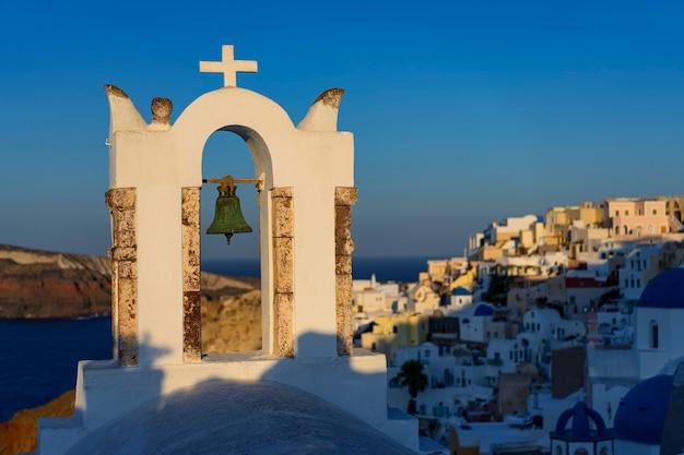 Знаменитый вид в ия утром, санторини, греция