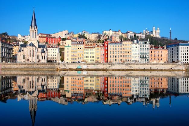 Знаменитый вид на реку сона в городе лион, франция