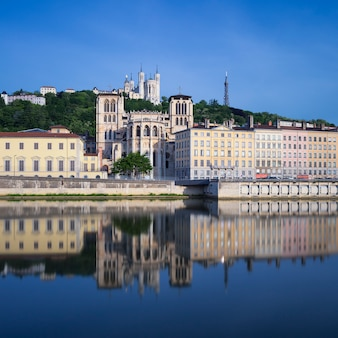 フランス、リヨンのソーヌ川の有名な景色。