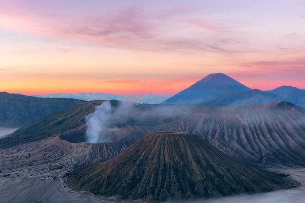 インドネシアのスラバヤの有名な火山