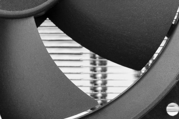 Fan blades of computer processor cooler