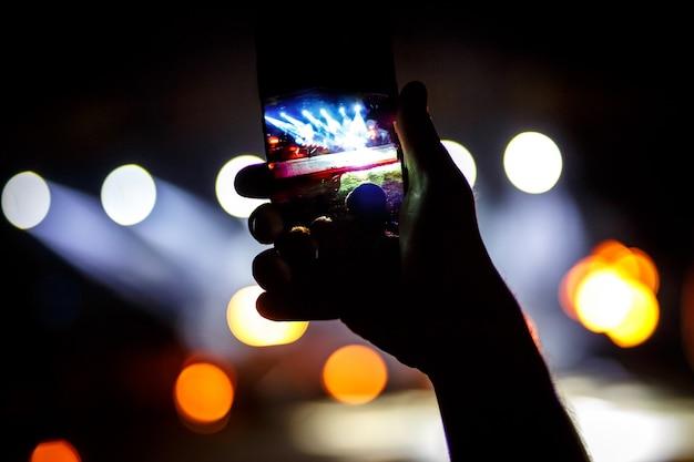 Smatphone으로 축제에서 콘서트의 팬 촬영 사진