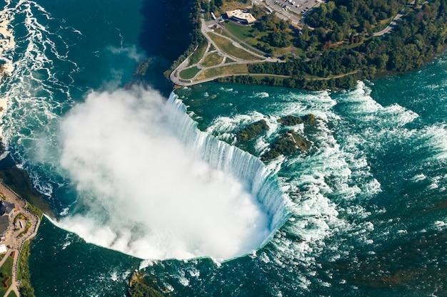 Фантастический вид с воздуха на ниагарский водопад, онтарио, канада