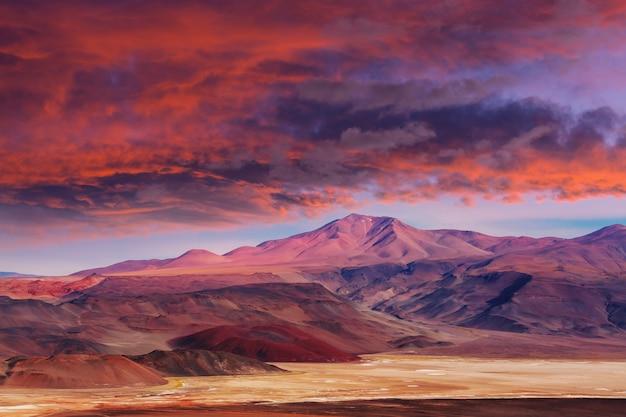 Фантастические живописные пейзажи северной аргентины. красивые вдохновляющие природные пейзажи.